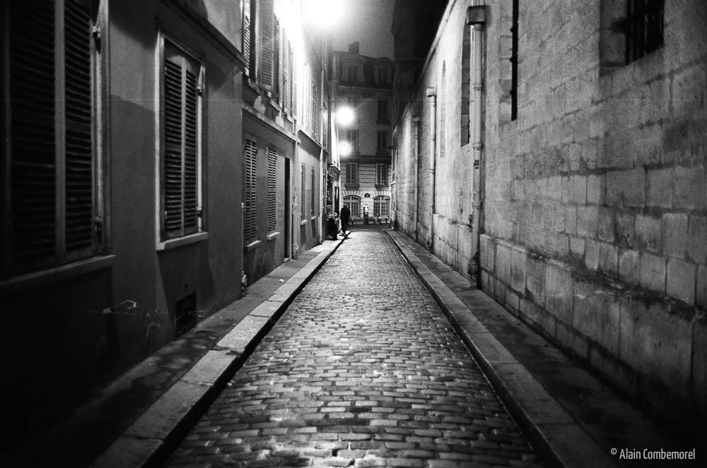 A street of Paris at night, Black and White
