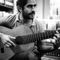 Portrait in Black & white of Jose, guitarist from Trio in Uno band