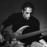 Portrait in Black & white of Yoann, bass player from Florence Marty band