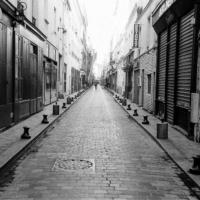 Picture in black & white of rue de Lappe in Paris